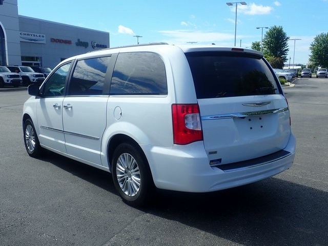 Pre-Owned 2015 Chrysler Town & Country Touring-L
